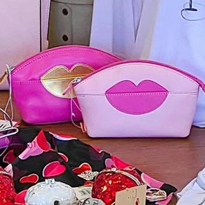 ping cosmetic bag with lip shape motive