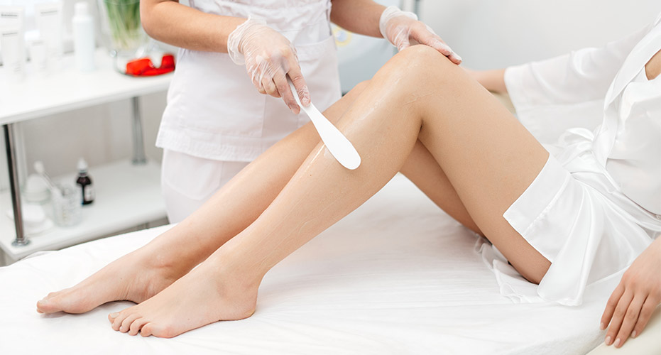 woman getting her legs professionally waxed at a waxing salon in Englewood FL